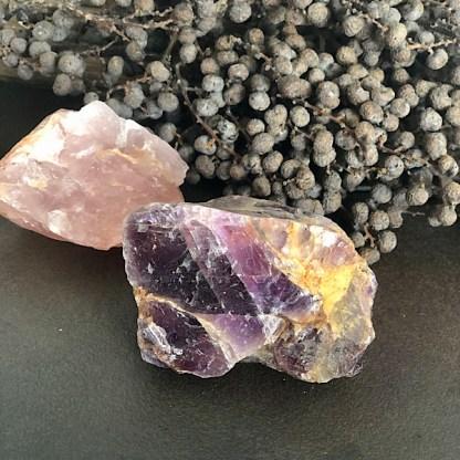 Setje de Gouden Driehoek Ruw Brok rozekwarts bergkristal amethist