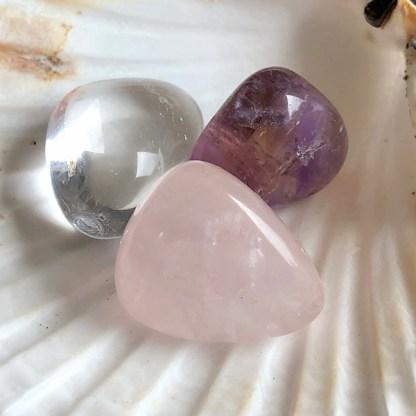 setje de gouden driehoek trommelstenen sint jacobsschelp bergkristal ametrien rozekwarts mineralen sint jacobs schelp