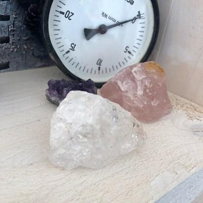 ruwe brokjes gouden driehoek amethist cluster bergkristal rozekwarts rozenkwarts