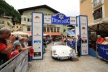Buck Jochen Prof. Dr. und Kresse Gerald auf Porsche 356 B Cabriolet BJ 1961
