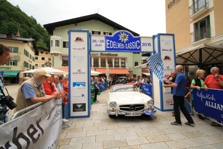 Brill Heinrich und Brill Inge auf Mercedes 190 SL BJ 1960