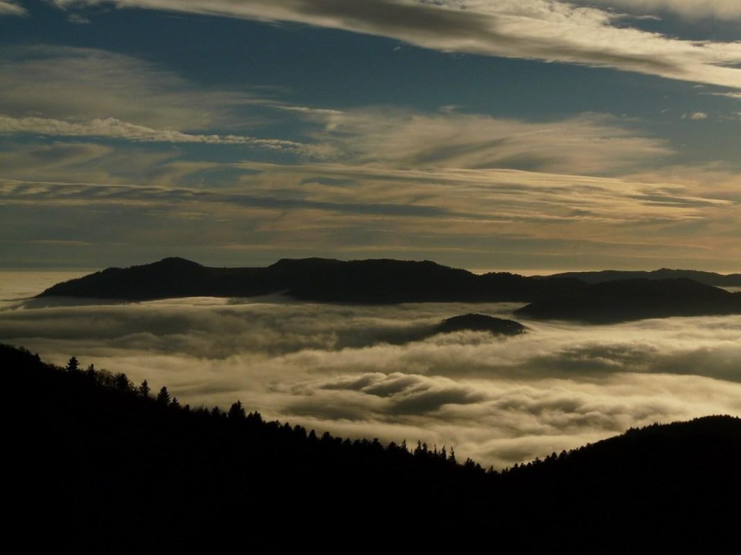 Au delà de la mer de nuages, le Rossberg entre autres.