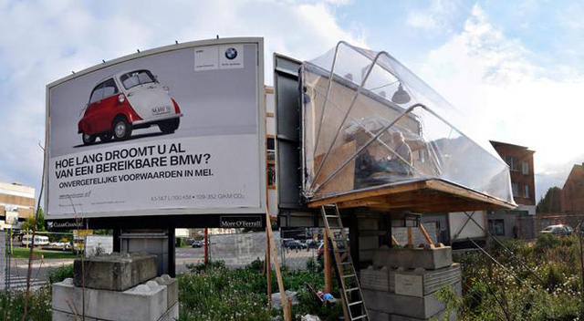 Billboard-house-by-Karl-Philips-1