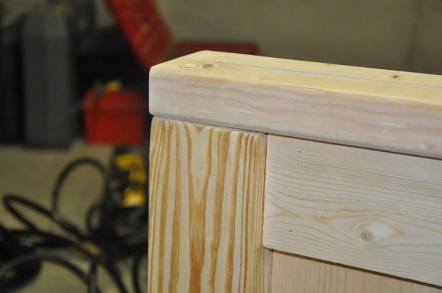 Headboard corner assembly