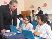 Entrega de equipamiento tecnológico para Liceo Bicentenario Santa María