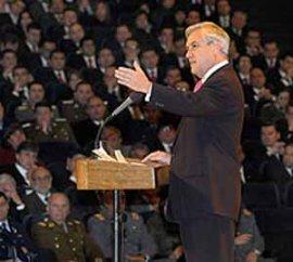 """Encuesta Adimark:  Piñera sube 7 puntos y llega al 33 por ciento. En """"Respetado por los chilenos"""" alcanza 39%"""