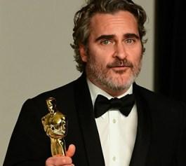 Joaquin Phoenix, riceve l'Oscar per la sua interpretazione del film Joker di Todd Phillips