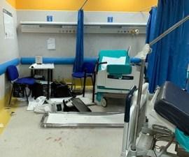 Il pronto soccorso dell'Ospedale Pellegrini devastato dai parenti e amici del morto
