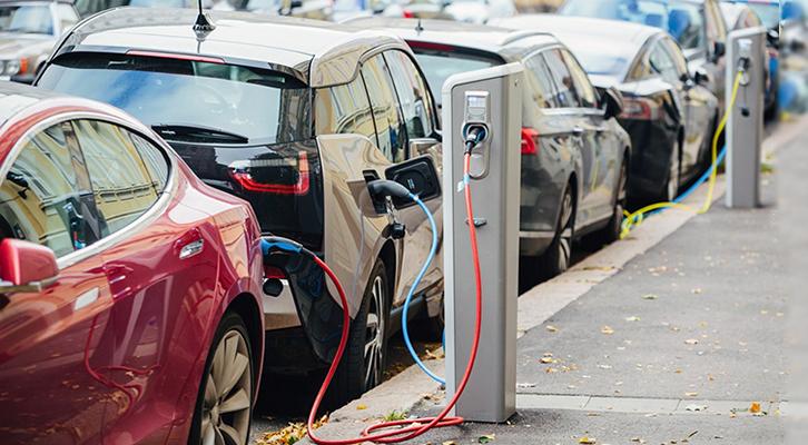 Con il passaggio all'elettrico per auto e riscaldamenti si otterrebbe un drastico calo dell'inquinamento