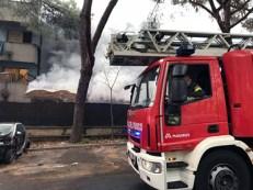 Torre Maura. Intervento di Vigili del Fuoco per spegnere l'incendio nella struttura di via Codirossi