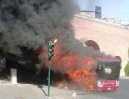 Il bus della Linea 492 a fuoco in piazza Sisto V
