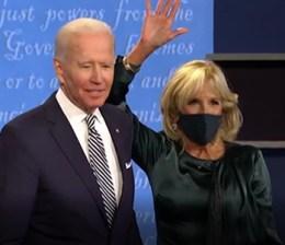 Trump Biden 1° march tv. Il saluto delle rispettive mogli al termine del confronto