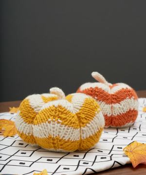 Red Heart Free pattern Spicy Knit Pumpkins