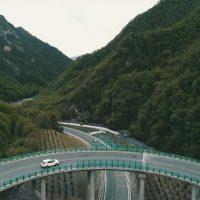China inaugura tramo de autopista sin cortar un solo árbol