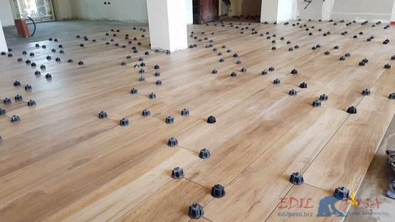 installazione pavirmento in gres porcellanato effetto legno