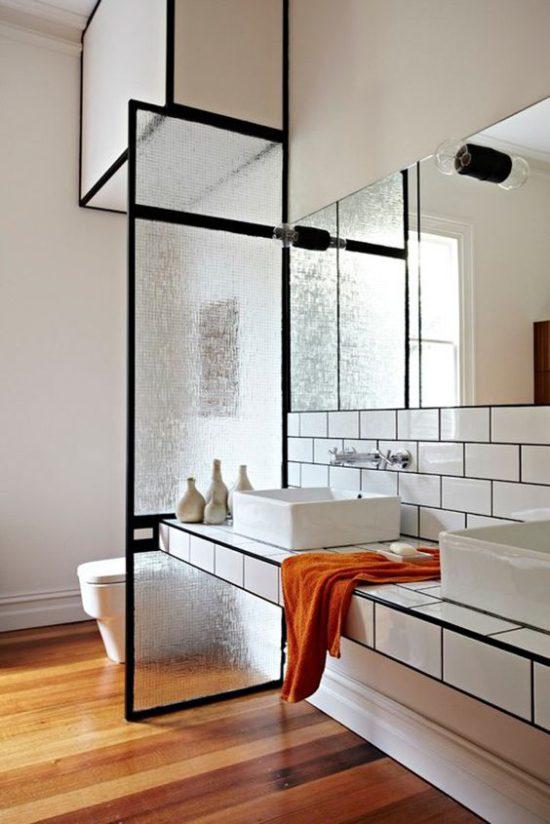 Come nascondere i sanitari del bagno?