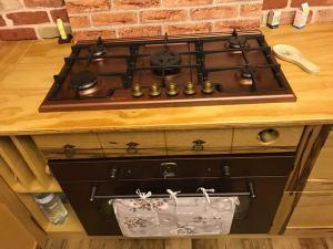 realizzazione cucine in legno massello Olbia
