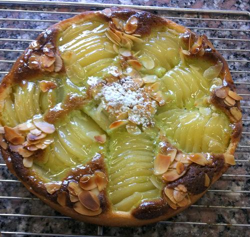 Pear tart with pistachio cream