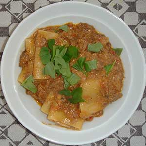 Emozioni pacchieri and beef ragout with ricotta.