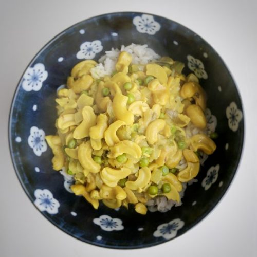 Cashewnut and pea curry: I am so pleased to have met this dish.