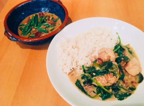 My take on the Sri Lankan menu - Sri Lankan chicken curry with long-grain rice served with spicy green beans with black mustard seeds - It's one of the best curries I've ever eaten