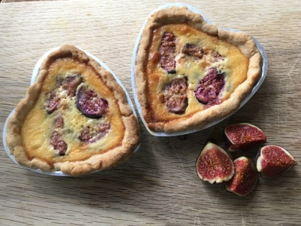 Doesn't this fig custard tart lok amazing?