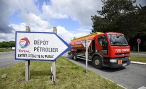 Grève des conducteurs de camions citernes, très suivie en Ile-de-France selon la CGT