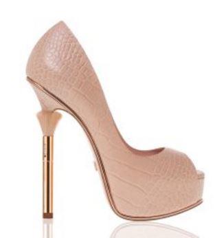 2866826b75b Μπορείς να επιλέξεις ανάμεσα σε peep toe παπούτσια σε μαύρο ή nude χρώμα,  αλλά και γόβες που έχουν περίτεχνο τακούνι για πιο ...