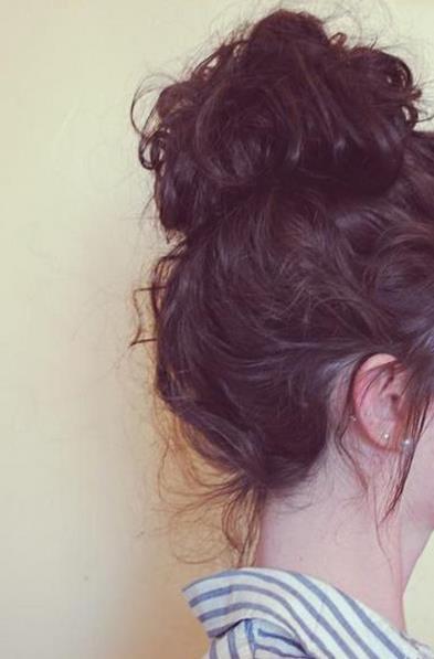 22 Όμορφα χτενίσματα για σγουρά μαλλιά! – Kliktv.gr 4cc303f4a80