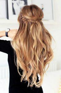half up hairstyle me pleksoudaki