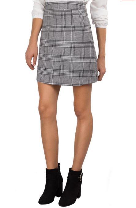 8a1b82408754 Όσον αφορά τις φούστες επικρατεί και πάλι το μαύρο και το γκρι -ασημί  χρώμα