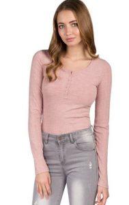9cee5915cc2b Αν πάλι ψάχνεις για οικονομικές μπλούζες έχεις να επιλέξεις ανάμεσα σε  πανέμορφα και άκρως θηλυκά crop top