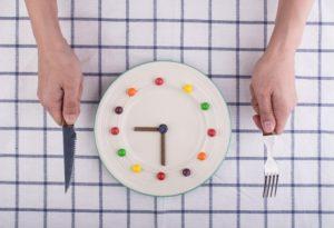 ρολόι και μαχαιροπίρουνα