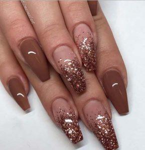 νύχια με στρας