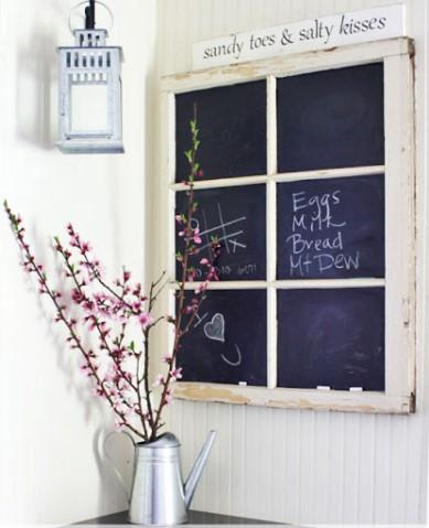μαυροπίνακας από παλιό παράθυρο για διακόσμηση