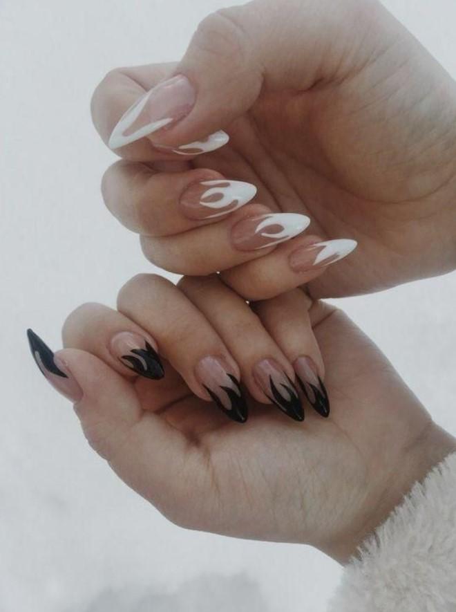 ασπρόμαυρα νύχια