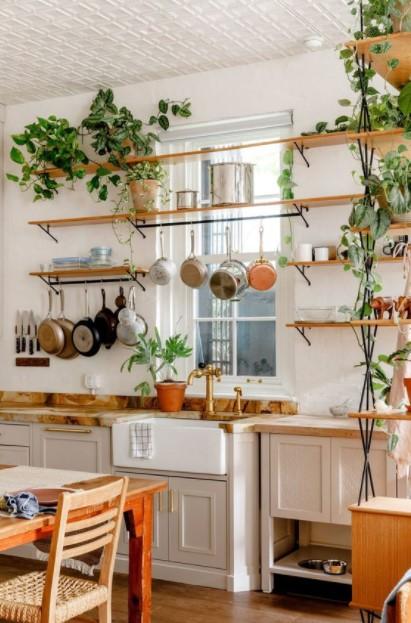 κουζίνα κρεμασμένα τηγάνια