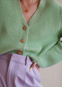 πράσινη ζακέτα με λιλά