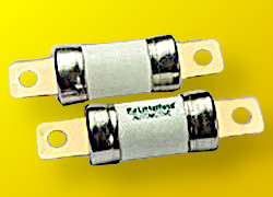 Fusibili ad alta corrente per protezione EV e HEV