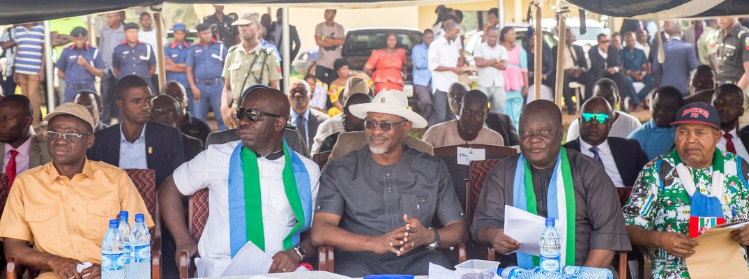 L-R: Edo State Deputy Governor, Rt. Hon. Philip Shaibu; Governor Godwin Obaseki of Edo State; Edo State APC Chairman, Barr. Anslem Ojezua; Edo State APC Secretary, Mr. Lawrence Okah; and Uhunmwode LGA APC Chairman, Harrison Oyegue during the governor's thank-you-visit to Uhunmwode Local Government Area on Monday, October 23, 2017.