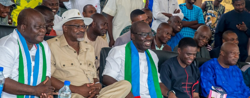 L-R: Mr Lawrence Orka, Secretary, All Progressives Congress (APC), Edo State; Anselm Ojezua, Chairman Edo State APC; Governor Godwin Obaseki of Edo State; Rt. Hon. Philip Shaibu, Deputy Governor; and Osarodion Ogie Esq., Secretary to the State Government, during the governor's thank-you-visit to Oredo Local Government Area.