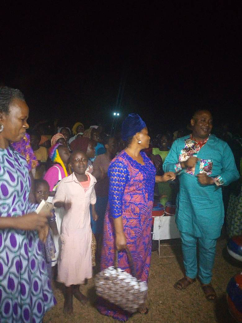Yuletide: Edo Govt celebrates with IDPs, orphans, donates food items, footwear
