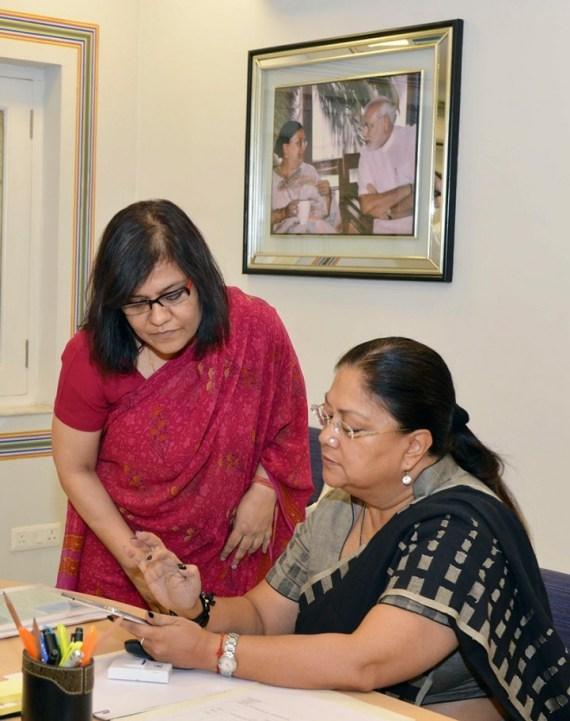 Chief Minister Smt. Vasundhara Raje Launches Mobile Apps 'RajVayu' and 'Drishti'