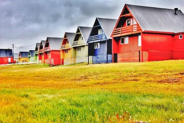 Longyearbyen-colourful-houses-660x440
