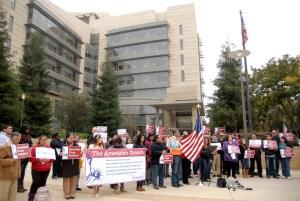 Simpatizantes Demócratas durante una conferencia de prensa en Fresno, California, el 21 de noviembre, donde expresaron su apoyo a la orden ejecutiva del Presidente Obama. (Foto: Eduardo Stanley)