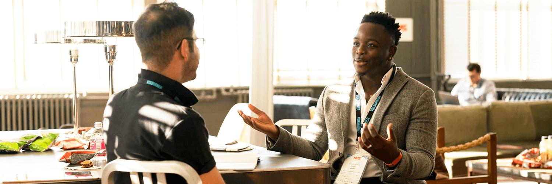 Como lidar com conversas difíceis no ambiente empresarial?