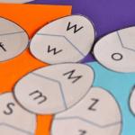 Asociación de letras mayúsculas y minúsculas.