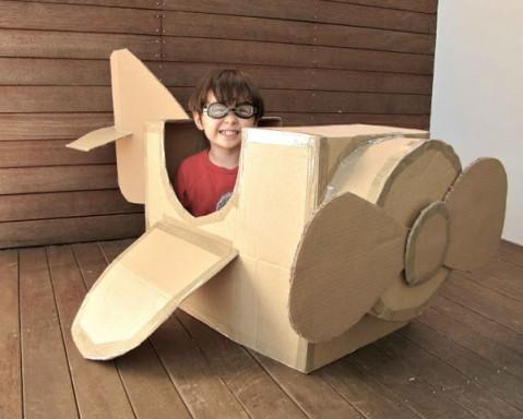 Avión-de-juguete-con-cartón