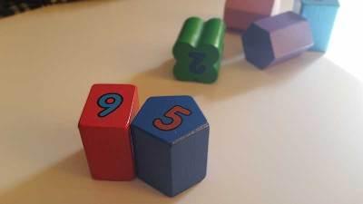 formas-inversas-reloj-infantil-juguetes-tradicionales