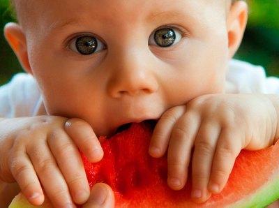 bebe-comiendo-sandia-feliz-educadiver
